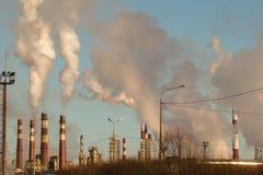 Τεράστιο ποσό του καπνίζοντας εργοστασίου Στοκ Εικόνα