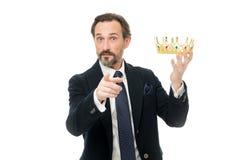 Τεράστιο προνόμιο Γίνοντη τελετή βασιλιάδων Ιδιότητες βασιλιάδων Γίνετε επόμενος βασιλιάς Οικογενειακές παραδόσεις μοναρχίας Φύση στοκ εικόνα