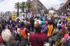 Τεράστιο πλήθος των διαμαρτυρομένων αντι-ατού Στοκ Εικόνες