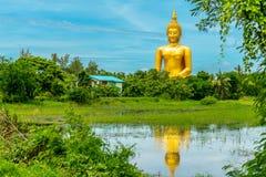 Τεράστιο χρυσό γλυπτό του Βούδα στην Ταϊλάνδη Στοκ εικόνες με δικαίωμα ελεύθερης χρήσης
