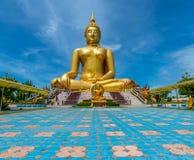 Τεράστιο χρυσό γλυπτό του Βούδα στην Ταϊλάνδη Στοκ Φωτογραφία