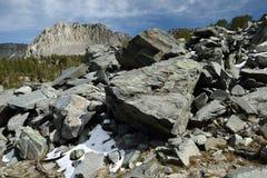 Τεράστιο rockfall στην αγριότητα Ansel Adams, οροσειρά σειρά της Νεβάδας, Καλιφόρνια Στοκ Εικόνες
