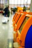 Τερματικά για μόνο - έλεγχος - στη στάση στη σειρά στον αερολιμένα Στοκ Φωτογραφίες