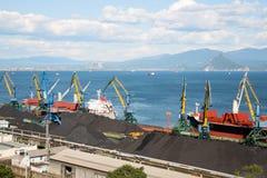 Τερματικό άνθρακα στο λιμένα Nakhodka Στοκ εικόνες με δικαίωμα ελεύθερης χρήσης