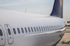 Τερματικό 1 με τα αεροσκάφη της Lufthansa στο Αμβούργο Στοκ φωτογραφία με δικαίωμα ελεύθερης χρήσης