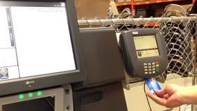 Τερματικό πληρωμής με πιστωτική κάρτα και πληρωμή μεταφοράς απόθεμα βίντεο