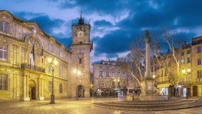 Τετράγωνο Δημαρχείων στο σούρουπο στο Aix-En-Provence, Γαλλία απόθεμα βίντεο