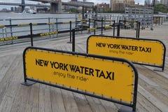 Τετράγωνο θαλάσσιων λιμένων νότιων οδών ταξί νερού της Νέας Υόρκης στη Νέα Υόρκη Στοκ Εικόνες