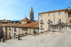 Τετράγωνο καθεδρικών ναών στο ιστορικό κέντρο Girona, Ισπανία στοκ εικόνα με δικαίωμα ελεύθερης χρήσης