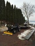Τετράγωνο και όχημα για το χιόνι Lakefront 4x4 Στοκ εικόνες με δικαίωμα ελεύθερης χρήσης