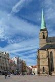 Τετράγωνο και ST Bartholomew&#x27 Δημοκρατίας καθεδρικός ναός του s Plzen cesky τσεχική πόλης όψη δημοκρατιών krumlov μεσαιωνική  Στοκ φωτογραφία με δικαίωμα ελεύθερης χρήσης