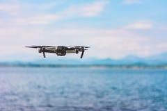 Τετράγωνο κηφήνων copter με τη ψηφιακή κάμερα υψηλής ανάλυσης που πετά το θόριο στοκ εικόνες με δικαίωμα ελεύθερης χρήσης