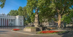Τετράγωνο κοντά στην αίθουσα πόλεων της Οδησσός και το μνημείο σε Pushkin Στοκ Φωτογραφίες