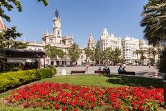 Τετράγωνο με τα κόκκινα λουλούδια στη Βαλένθια, Ισπανία Στοκ φωτογραφίες με δικαίωμα ελεύθερης χρήσης