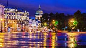 Τετράγωνο παλατιών στη Αγία Πετρούπολη (άποψη του καθεδρικού ναού του ST Isaac) στοκ φωτογραφίες με δικαίωμα ελεύθερης χρήσης