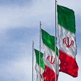 Τετράγωνο που κόβεται με το διάστημα αντιγράφων τριών σημαιών του Ιράν στον αέρα Στοκ Φωτογραφίες