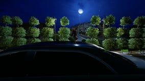 Τετράγωνο πυραύλων αγαλμάτων και περιστροφή αυτοκινήτων γύρω στη νύχτα απόθεμα βίντεο