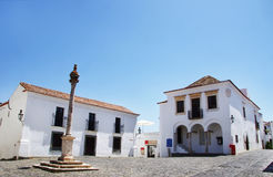Τετράγωνο στο παλαιό χωριό, Monsaraz Στοκ Εικόνες