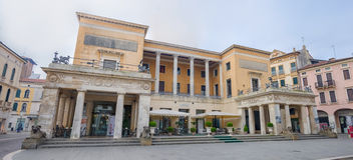 Τετράγωνο της άποψης Cappellato Pedrocchi σχετικά με το εστιατόριο, Πάδοβα, Ιταλία Στοκ εικόνα με δικαίωμα ελεύθερης χρήσης