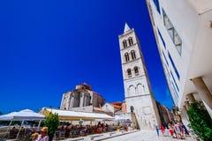 Τετράγωνο του ST Donat και πύργος κουδουνιών του ST Αναστασία σε Zadar, Κροατία Στοκ Εικόνα