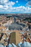 Τετράγωνο του ST Peter στη πόλη του Βατικανού από την κορυφή στεγών Στοκ Εικόνες