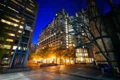Τετράγωνο τριάδας τη νύχτα, στο Τορόντο, Οντάριο Στοκ Φωτογραφία