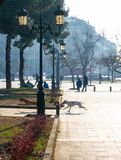 Τετράγωνο Aristotelous στο κέντρο της πόλης Θεσσαλονίκης στην Ελλάδα το πάρκο συλλέγει γύρω από τους ανθρώπους, οι έμποροι και τα στοκ φωτογραφίες