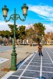 Τετράγωνο Aristotelous στο κέντρο της πόλης Θεσσαλονίκης στην Ελλάδα το πάρκο συλλέγει γύρω από τους ανθρώπους, οι έμποροι και τα στοκ φωτογραφία με δικαίωμα ελεύθερης χρήσης