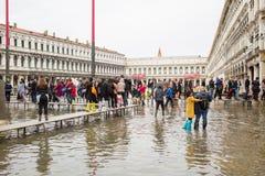 Τετράγωνο SAN Marco στη Βενετία που πλημμυρίζουν από το απόγειο Στοκ Φωτογραφία