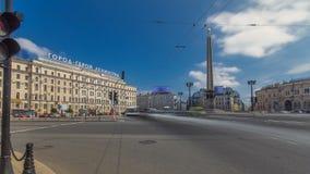 Τετράγωνο Vosstaniya και πόλη Λένινγκραντ ηρώων οβελίσκων timelapse hyperlapse ST Πετρούπολη Ρωσία φιλμ μικρού μήκους