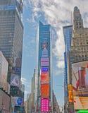 Τετραγωνικά κτήρια των New York Times με τη διαφήμιση των πινάκων διαφημίσεων στοκ εικόνες