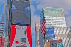 Τετραγωνικά κτήρια των New York Times με τη διαφήμιση των πινάκων διαφημίσεων στοκ εικόνες με δικαίωμα ελεύθερης χρήσης