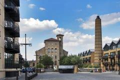 Τετραγωνικά χωριουδάκια Λονδίνο Αγγλία πύργων αποβαθρών Burrells Στοκ Εικόνες