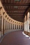 Τετραγωνική εσωτερική στοά της Ισπανίας και ξύλινη ξυλεπένδυση Στοκ Φωτογραφίες