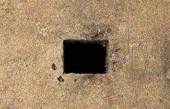 Τετραγωνική μαύρη τρύπα στο πάτωμα Στοκ Φωτογραφίες