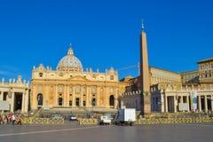 Τετραγωνική πλατεία SAN Pietro του ST Peter ` s με τη βασιλική του ST Peter ` s Στοκ Εικόνα