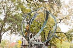 Τετραγωνική σαβάνα GA Troup τέχνης σφαιρών σιδήρου Armillary Στοκ Φωτογραφίες