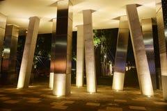 Τετραγωνική στήλη και οδηγημένο φως σημείων Στοκ Εικόνα