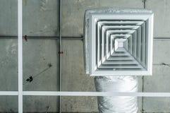 Τετραγωνικός εξαερισμός αέρα σχαρών Στοκ φωτογραφία με δικαίωμα ελεύθερης χρήσης
