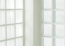 Τετραγωνικός τοίχος γυαλιού στοκ εικόνες