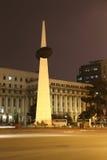 Τετραγωνικό μνημείο επαναστάσεων: Νύχτα του Βουκουρεστι'ου Στοκ Φωτογραφία