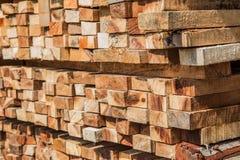τετραγωνικό ξύλο φωτογραφικών διαφανειών στην αποθήκη εμπορευμάτων Στοκ Εικόνα