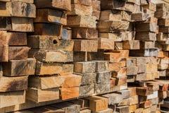 τετραγωνικό ξύλο φωτογραφικών διαφανειών στην αποθήκη εμπορευμάτων Στοκ Φωτογραφία