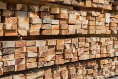 τετραγωνικό ξύλο φωτογραφικών διαφανειών στην αποθήκη εμπορευμάτων Στοκ φωτογραφία με δικαίωμα ελεύθερης χρήσης