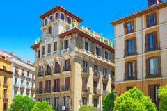 Τετραγωνικό Plaza Ramales της Μαδρίτης στο στο κέντρο της πόλης της πόλης με Στοκ φωτογραφία με δικαίωμα ελεύθερης χρήσης