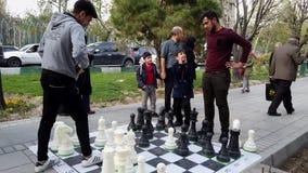 Τεχεράνη, Ιράν - 2019-04-03 - δίκαιη ψυχαγωγία 13 οδών - γιγαντιαίο παιχνίδι σκακιού φιλμ μικρού μήκους