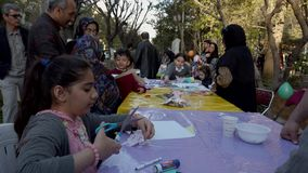 Τεχεράνη, Ιράν - 2019-04-03 - δίκαιη ψυχαγωγία 11 οδών - πίνακας 3 τεχνών παιδιών φιλμ μικρού μήκους