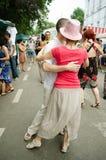 τεχνάσματα χορού κίτρινα στοκ εικόνες