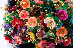 Τεχνητά διακοσμητικά λουλούδια χρώματος Στοκ φωτογραφία με δικαίωμα ελεύθερης χρήσης