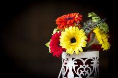 Τεχνητά λουλούδια. Στοκ φωτογραφία με δικαίωμα ελεύθερης χρήσης